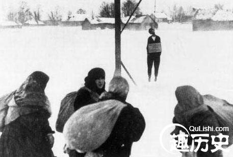 二战德军凌辱蹂躏苏联女红军 以绞死对方取乐