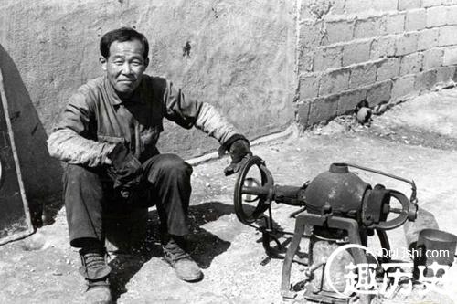 图为韩国上世纪七十年代初贫民窟生活写照